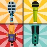 Différents types musique de microphones d'entrevue de vecteur de journaliste de cartes annonçant l'outil vocal de l'outil TV Photos stock