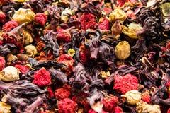Différents variétés et mélanges des thés sur le bazar égyptien à Istanbul, Turquie images libres de droits