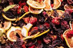 Différents variétés et mélanges des thés sur le bazar égyptien à Istanbul, Turquie image stock