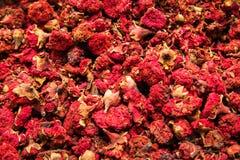 Différents variétés et mélanges des thés sur le bazar égyptien à Istanbul, Turquie photos libres de droits