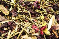 Différents variétés et mélanges des thés sur le bazar égyptien à Istanbul, Turquie photographie stock