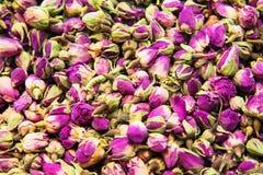 Différents variétés et mélanges des thés sur le bazar égyptien à Istanbul, Turquie photos stock