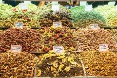 Différents variétés et mélanges des thés sur le bazar égyptien à Istanbul, Turquie image libre de droits