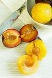 Different colors plums Royalty Free Stock Photography