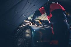 Difficulté classique de restauration de voiture photographie stock