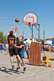 Difficult jump shot with the resistance of the defenders Royalty Free Stock Photos
