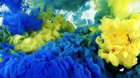 Diffusion colorée sous-marine d'encre