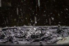 Diffusion des Wassers vom Regen machen Form unexplainable Aber die Schönheit der Natur lizenzfreie stockfotografie