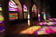 Diffusion légère colorée par le verre souillé photographie stock