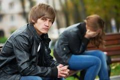 Dificultades del lazo de los pares de la gente joven Imagen de archivo libre de regalías