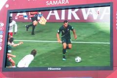 Difusión del partido Dinamarca-Australia en la pantalla en la zona de la fan del mundial 2018 Foto de archivo libre de regalías