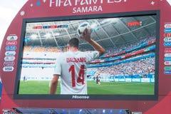 Difusión del partido Dinamarca-Australia en la pantalla en la zona de la fan del mundial 2018 Imagen de archivo