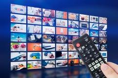 Difusión video de la televisión de la pared de las multimedias imágenes de archivo libres de regalías