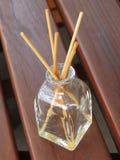 Difusor de la fragancia con los palillos foto de archivo