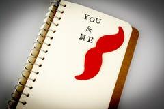Dig och mig text i den emty boken eller dagboken, mustasch, pojkeförälskelse, bög Arkivfoto