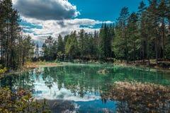 Diga con acqua luccicante verde Fotografie Stock