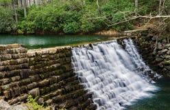 Diga da Ridge Parkway blu, la Virginia, U.S.A. del lago otter fotografia stock libera da diritti