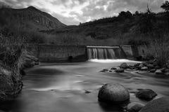 Diga dell'acqua nel Uklahamba Drakensberg Fotografia Stock