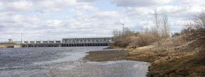 Diga della centrale elettrica di energia idroelettrica Fotografia Stock