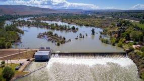 Diga di diversione del fiume dell'Idaho con la molla di alta marea Fotografie Stock