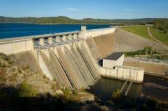 Diga di energia in un lago Fotografia Stock Libera da Diritti
