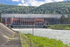 Diga di energia in un lago Fotografie Stock
