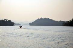 Diga di Kaeng Krachan nel parco nazionale di Kaeng Krachan a Phetchaburi Tailandia Fotografia Stock