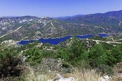 Diga di Kouris con il bacino idrico, Cipro Fotografia Stock Libera da Diritti
