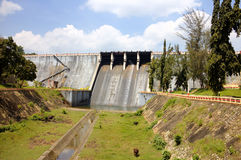 Diga di Neyyar - una diga a gravità sul fiume di Neyyar nel distretto di Thiruvananthapuram Immagine Stock
