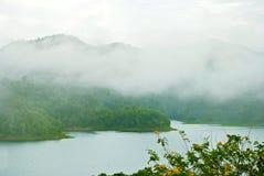 Diga di Ratchaprapha della diga della sosta nazionale, Tailandia fotografia stock