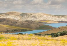 Diga Idriss del lago di bellezza delle montagne in montagna di Rif nel Marocco Fotografia Stock Libera da Diritti