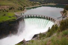 Diga su Montana River dinamico Fotografie Stock