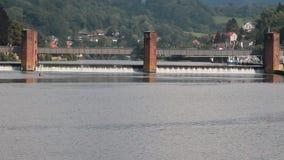 Diga sul fiume Neckar Heidelberg, rttemberg del ¼ di Baden-WÃ dello stato, Germania stock footage
