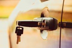 Digita la serratura dell'automobile Obbligazione dell'automobile Sicurezza della proprietà immagini stock