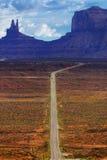 Digitaal gecreeerd beeld van een rijweg die tot Monumentenvallei leiden Stock Afbeeldingen