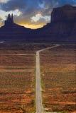 Digitaal gecreeerd beeld van een rijweg die tot Monumentenvallei leiden Royalty-vrije Stock Fotografie