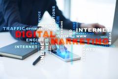 Digitaal marketing technologieconcept Internet Online Zoekmachineoptimalisering SEO SMM reclame Woordenwolk royalty-vrije stock foto's