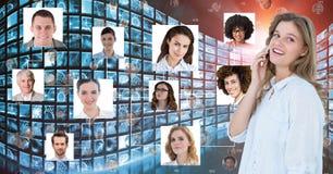Digitaal samengesteld beeld van onderneemster die mobiele telefoon met behulp van door portretten stock afbeelding