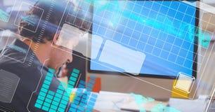 Digitaal samengesteld beeld van zakenman met LCD en het futuristische scherm stock fotografie