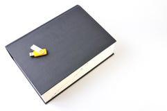 Digitaces contra el papel (opinión superior del diccionario) Fotos de archivo libres de regalías