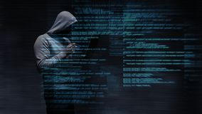 Digital animering av den med huva en hacker som använder bärbara datorn lager videofilmer