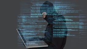 Digital animering av en hacker som använder bärbara datorn i datorhall arkivfilmer