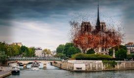 Digital begrepp av tidiga stadier av Notre Dame Cathedral brand, som uppstod på April 15, 2019 i Paris, Frankrike arkivfoto