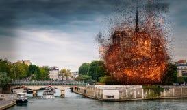 Digital begrepp av tidiga stadier av Notre Dame Cathedral brand, som uppstod på April 15, 2019 i Paris, Frankrike royaltyfri foto