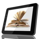 Digital-Bibliotheks-Konzept - Tablet und offenes Buch auf Schirm stockfotografie