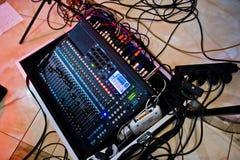 Digital blandande konsol Kontrollbord för solid blandare, closeup av au Royaltyfri Fotografi