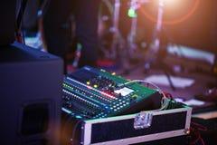 Digital blandande konsol Kontrollbord för solid blandare, closeup av au Fotografering för Bildbyråer