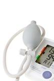 Digital-Blutdruckmeßinstrument getrennt auf Weiß Lizenzfreie Stockfotos