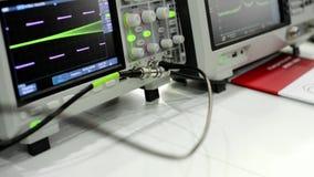 Digital elektroniskt oscilloskop Mäta utrustning för modernt laboratorium lager videofilmer