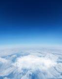 Digital frambragd grafisk blå himmel över vita moln Arkivfoton